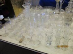 LARGE QUANTITY OF VARIOUS HOUSEHOLD GLASSWARES