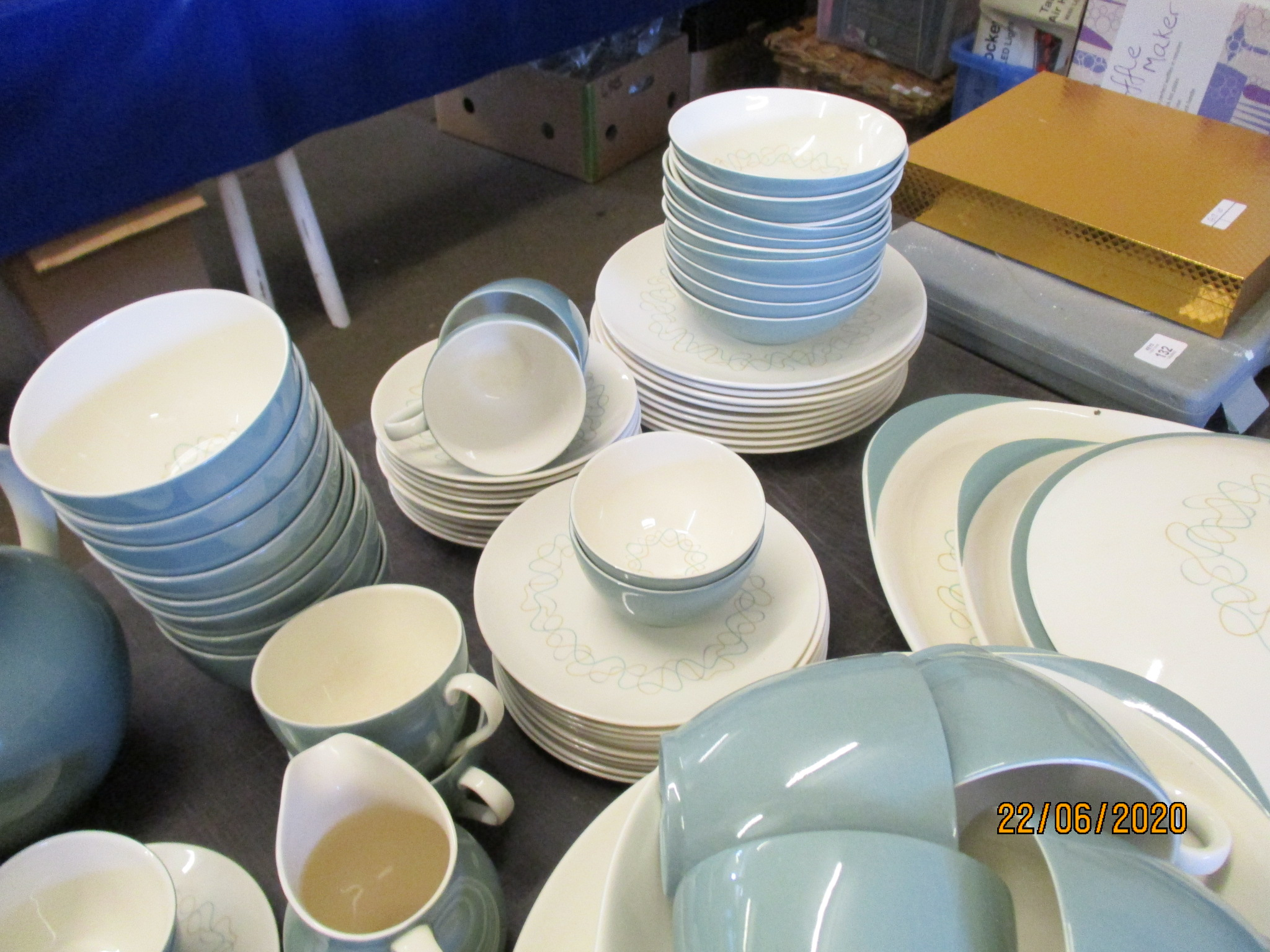 Lot 134 - GOOD QUANTITY OF ROYAL DOULTON TRACERY DINNER WARES INC PLATES, BOWLS, COFFEE/TEA SET, SERVING