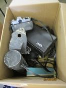 BOX CONTAINING VARIOUS CAMERA AND PHOTOGRAPHY RELATED ITEMS INCLUDING A MINOLTA SUPER8 CINE