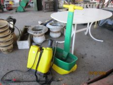 BACKPACK SPRAYER TOGETHER WITH A SEED SPREADER
