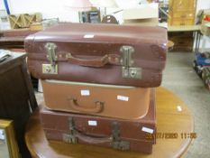THREE VARIOUS VINTAGE SUITCASES, LARGEST LENGTH APPROX 59CM