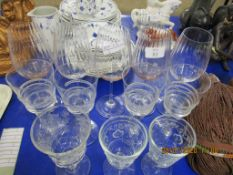 QUANTITY OF VARIOUS VINTAGE GLASSES