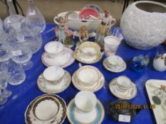 QUANTITY OF VARIOUS CERAMICS INCLUDING DECORATIVE CUPS AND SAUCERS, WEDGWOOD PLANTER ETC