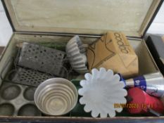VINTAGE SUITCASE AND CONTENTS TO INCLUDE VINTAGE KITCHEN WARES