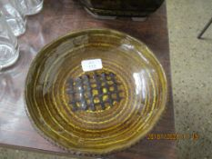 ART POTTERY SLIP WARE DISH WITH A PORTCULLIS DESIGN TO CENTRE IN TONES OF BROWN SLIP, JS MONOGRAM TO