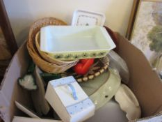 BOX CONTAINING QUANTITY OF HOUSEHOLD CERAMICS INCLUDING ROYAL WORCESTER OVEN DISH ETC