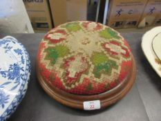 NEEDLEPOINT UPHOLSTERED FOOT STOOL, DIAM APPROX 30CM