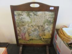 EMBROIDERED EARLY TO MID-20TH CENTURY FIRE SCREEN, HEIGHT APPROX 67CM