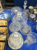 QUANTITY OF GLASS WARE INCLUDING DECANTERS, TALLEST APPROX 31CM