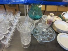 SMALL SELECTION OF GLASS WARE INCLUDING DECANTER, LARGE COLOURED VASE ETC, LARGEST VASE APPROX 37CM