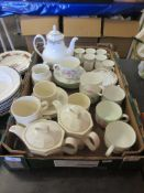 BOX CONTAINING STEELITE PART COFFEE SET TOGETHER WITH ROYAL DOULTON REPTON COFFEE POT, CANS AND