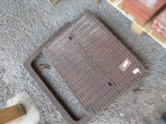 CAST DRAIN COVER AND SURROUND
