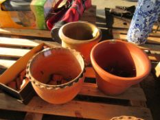 THREE VARIOUS VINTAGE TERRACOTTA PLANTERS THE LARGER APPROX 34CM DIAMETER TOGETHER WITH A QTY OF