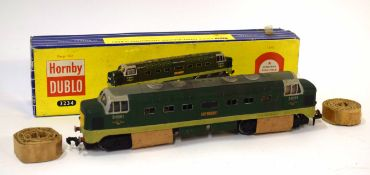 Hornby 00 gauge 3234 Deltic diesel electric St Paddy locomotive D9001 in original blue striped box