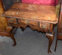 18th century oak low boy, cross banded top over three drawers on cabriole supports (af) 82cm wide