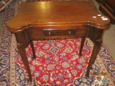 Georgian mahogany fold-top tea table with single frieze drawer and cabriole supports with pad