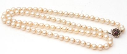 Cultured pearl necklace, a single row of uniform beads, 6mm diam, to a white 9ct small ruby set