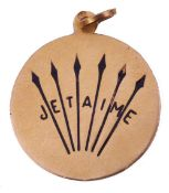 """French yellow metal and enamel pendant of circular form, a design with six arrows and """"Je t'aime"""" in"""