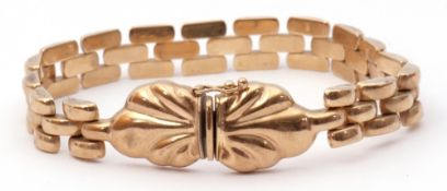 9Kt stamped Italian bracelet, an articulated brick-link design, to a buckle clasp, 20cm long, 15gms