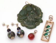 Mixed Lot: carved jade pendant, a basket of fruit, a 9ct gold rectangular pierced pendant