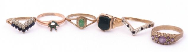 Mixed Lot: yellow metal and bloodstone shield shaped ring, a 9ct gold diamond and sapphire