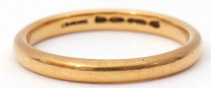 22ct gold wedding ring of plain polished design, size K, 2.7gms