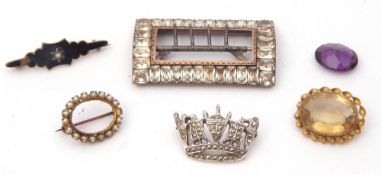 Mixed Lot: antique paste set rectangular shaped buckle, together with four brooches, all metal
