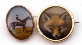 Mixed Lot: a jockey on horseback oval brooch in a yellow metal mount, 18 x 15mm, together with a