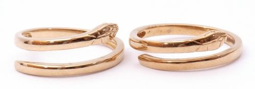 Pair of 9ct gold snake rings of plain polished design, g/w 5gms