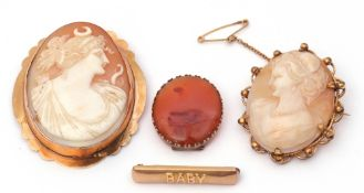 Mixed Lot: antique carved oval shell cameo depicting Diana the Huntress in a 9ct stamped frame, 5