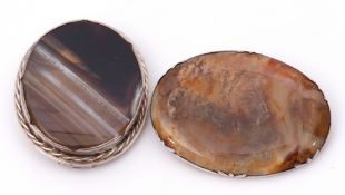 Mixed Lot: two vintage agate brooches in white metal frames, 4.5 and 3.5cm diam