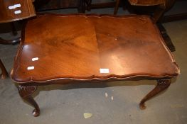 REPRODUCTION MAHOGANY COFFEE TABLE, 73CM WIDE
