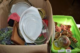 BOX CONTAINING CHINA PLATES AND GLASS WARES