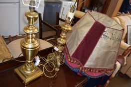 TWO REPRODUCTION BRASS AND GILDED TABLE LAMPS, BOTH APPROX 48CM HIGH