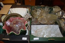 BOX CONTAINING MIXED GLASS WARES, PLATED CLARET JUG AND SILVER METAL RIM BOWL