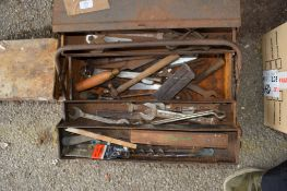 METAL CANTILEVER TOOLBOX AND CONTENTS TO INCLUDE VARIOUS DRILL BITS, TOOLS ETC
