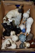 BOX CONTAINING VARIOUS CERAMIC MODELS OF CATS INCLUDING A DOULTON GROUP OF PEKINESE CATS
