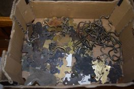 BOX OF VARIOUS VINTAGE HANDLES, ESCUTCHEONS ETC