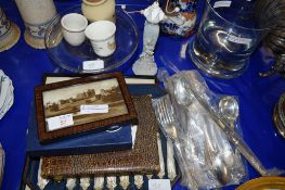 BOXED SET OF TEA WARES AND OTHER ITEMS
