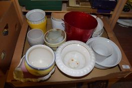 LARGE TRAY CONTAINING CERAMIC ITEMS