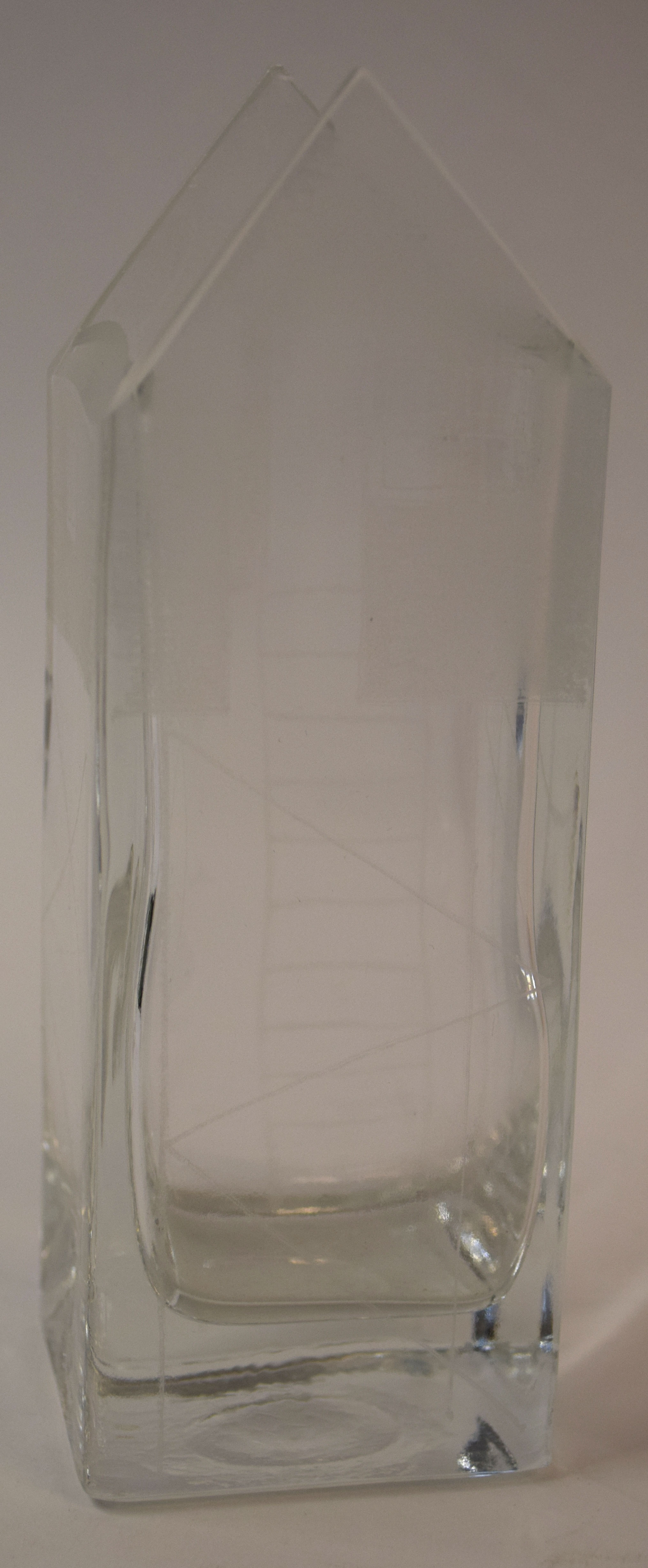 Roger Phillippo (20th century), small glass vase engraved and modelled as a beach hut, 16cm high - Image 2 of 2