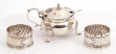 Mixed Lot: George V silver lidded mustard of circular form, with hinged lid, gadrooned rim and