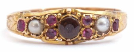 Antique high grade yellow metal ring centring a round faceted citrine flanked either side with small