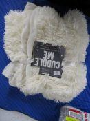 Rosdorf Park Drummond Throw, Colour: Cream, RRP £19.99