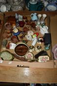 BOX CONTAINING QUANTITY OF POTTERY ITEMS INCLUDING MODELS OF BESWICK HORSES