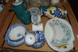 BOX CONTAINING CERAMIC ITEMS INCLUDING AN EARLY 19TH CENTURY BLUE AND WHITE SLOP BOWL AND DISH