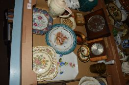 QUANTITY OF CERAMIC ITEMS INCLUDING A SUSIE COOPER COFFEE POT IN THE DRESDEN PATTERN