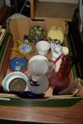 BOX CONTAINING VARIOUS GLASS WARES AND CERAMIC ITEMS, SOME ROYAL COMMEMORATIVES