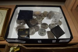 GROUP OF COINS, CHURCHILL CROWNS AND SILVER JUBILEE CROWNS ETC