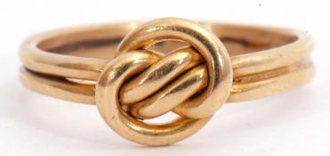 18ct gold ring, a Celtic design, a threaded and entwined knot, 4.2gms, size P